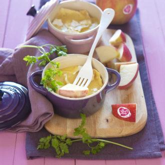 Cassolette de camembert fondu au Calvados et pomme Pink Lady®